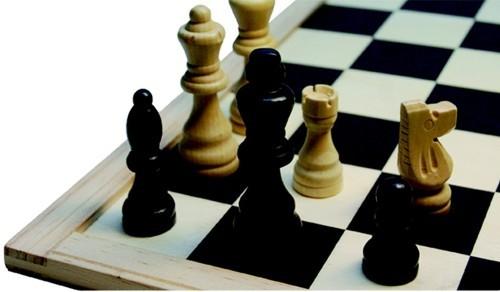 Schachfiguren holz natur/schwarz 77mm